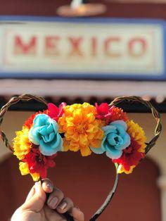 Marigold Fiesta // Floral Coco Mickey Ears - The Trend Disney Cartoon 2019 Diy Disney Ears, Mickey Mouse Ears Headband, Disney Mickey Ears, Disney Diy, Disney Crafts, Disney Trips, Diy Mickey Mouse Ears, Coco Disney, Disney Princess Outfits