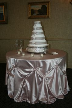 cake table linen - Remember to decorate more than with just a linen, fresh flowers and greens are always a good choice. Birthday Room Decorations, Wedding Cake Table Decorations, Wedding Table Linens, Garland Wedding, Diy Wedding, Cocktail Table Decor, Cloth Flowers, Fresh Flowers, Banquet Tables