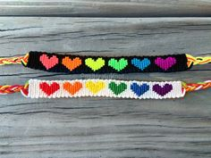 Thread Bracelets, Bead Loom Bracelets, Bracelet Crafts, Bead Loom Designs, Bead Loom Patterns, Beading Patterns, Heart Friendship Bracelets, Diy Friendship Bracelets Patterns, Pride Bracelet