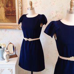 Stéphania & Anémonia 8 nouveautés ! Disponible au / Available on www.1861.ca Découvrez notre nouvelle boutique soeur @boudoir1861 / Discover our new bridal boutique #boutique1861 #navydress #weddingbelt #bridesmaid #prettydress #cute #vintagestyle #shabbychic #mtl #lamain #montreal