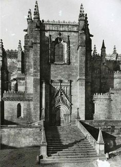 Sé da Guarda Religious Architecture, Tower Bridge, Cathedral, Portugal, Building, Travel, City, Wall, Houses