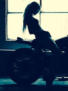 Cafe racer girl/ moja Katka #moto #remorque :  remorques-discount.com
