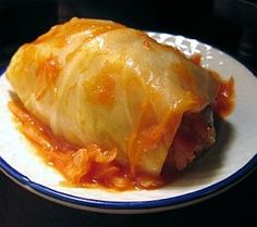Low Carb - Crock Pot - Cabbage Rolls Thumbs up to Ginny Serving Size : 10 Ingredients: 10 cabbage leaves 1 lb ground turkey sausage 1 cup raw cauliflower finely diced cup mozzarella cheese -- shredded cup parmesan cheese 1 tsp garlic powder 1 … Crock Pot Cabbage, Cabbage Recipes, Crockpot Recipes, Cooking Recipes, Cooking Tips, Low Carb Recipes, Healthy Recipes, Paleo, Hungarian Recipes