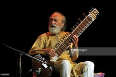 Renown Indian Sitar maestro, Pandit Ravi Shankar plays during the 'Premaanjali Festival 2012' a musical concert held at the Palace Grounds in Bangalore on February 7, 2012. Pandit Ravi shankar performed with his daughter Anoushka Shankar in what is said to be his last concert in the city of Bangalore. AFP PHOTO/Manjunath KIRAN