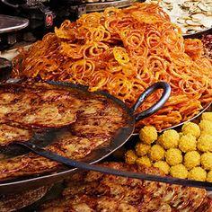 Jalebi and Malpua! Go India! India Street, Indian Food Recipes, Ethnic Recipes, India Food, Indian Sweets, Snack Recipes, Yummy Recipes, Namaste, Macaroni And Cheese