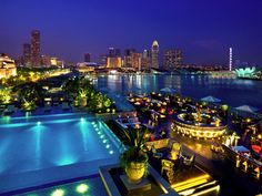 Lantern is a suave rooftop poolside bar that overlooks the world-renowned Singapore skyline.