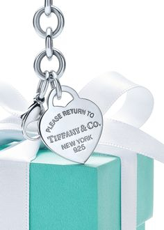Tiffany OFF! Her first Blue Box? Get to the heart of the matter with a sterling silver heart tag bracelet from the Return to Tiffany® collection sure to be cherished forever. Tiffany N Co, Tiffany Blue Car, Azul Tiffany, Tiffany Jewelry, Bags Online Shopping, Shopping Hacks, Mint, Business Gifts, Blue Aesthetic