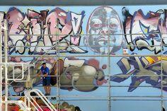 """Foram mais de 450 latas, foi muita tinta, foram muitos andaimes e são cerca de 400 metros quadrados de street art (junto à estação de Metro Fórum da Maia). """"Foi grande"""", resumiu ao P3 Teresa """"Rafi"""" Rafael, que organizou (juntamente com a EM –"""