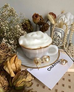 -Just a beautiful world- Cream Aesthetic, Gold Aesthetic, Classy Aesthetic, Aesthetic Vintage, Aesthetic Food, Image Tumblr, Perfumes Vintage, Enjoy Your Meal, Luxury Blog