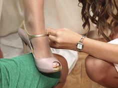 Ideales los zapatos en nude y dorado de Keli & Salo que se hizo María. NOvias Beatriz ALvaro