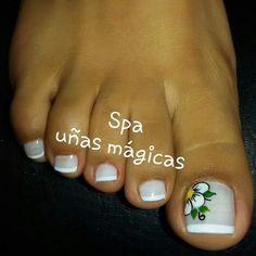 352 Me gusta, 3 comentarios - uñas Mágicas (@magicas.nails) en Instagram Cute Toe Nails, Cute Toes, Toe Nail Art, Pedicure Nails, Mani Pedi, Manicure, Toenails, Toe Nail Flower Designs, Nail Art Designs