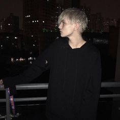 New Hair Silver Boy Faceless 22 Ideas Mode Grunge, Grunge Boy, Grunge Style, Aesthetic Boy, Aesthetic Grunge, Tumblr Boys, Beautiful Boys, Pretty Boys, Foto Mirror