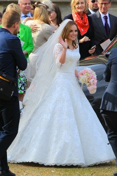 Geri Halliwell ties the knot: See the former Spice Girl's gorgeous wedding gown Geri Halliwell, Spice Girls, Vestidos Vintage, Vintage Dresses, Designer Wedding Dresses, Bridal Dresses, British Wedding Dresses, Women's Dresses, Celebrity Wedding Gowns