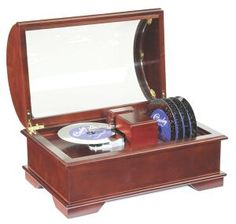 ... Vintage Old Style Music Box