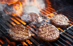 How To Season Hamburgers For Grilling - Ultimate Burger Grill An Easy Garlic Burger Recipe, Burger Recipes, Mexican Food Recipes, Keto Recipes, Dinner Recipes, Grilling Tips, Grilling Recipes, Guacamole Burger, How To Cook Hamburgers
