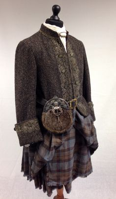 Scottish clothes from Outlander, Jamie's kilt Scottish Clothing, Scottish Kilts, Historical Costume, Historical Clothing, Tartan, Plaid, Kleidung Design, Terry Dresbach, Serie Outlander