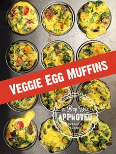These veggie egg muffins should be called kitchen sink egg muffins because you can put in so many different vegetables. Protein Muffins, Low Carb Eier Muffins, Veggie Egg Muffins, Veggie Egg Cups, Healthy Muffins, Vegetarian Eggs, Vegetarian Breakfast Recipes, Healthy Recipes, Healthy Meals