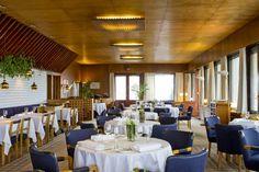 The décor of the Savoy Restaurant in Helsinki (interior design by Alvar Aalto) 1930s Decor, Alvar Aalto, Interior Decorating, Interior Design, Helsinki, Contemporary Interior, Finland, Table Decorations, Dining