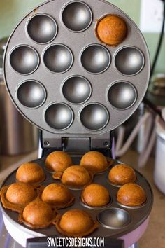 Make #doughnut holes at home in minutes- these are totally addicting and just like a concession stand from sweetcsdesigns.com ! #doughnut #dessert