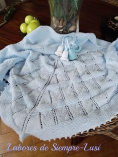 """Hoy os presento esta toquilla para bebé en tono celeste.Realizada para un sobrino nieto """"Diego """",nieto de mi hermana MATERIALES - ..."""