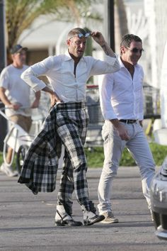 Lapo   D - la Repubblica Men Street Look, Best Street Style, Lapo Elkann, Dandy, Best Shopping Sites, Looking Dapper, Costume, Business Casual, Mens Suits