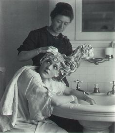 oldhollywoodfilms:  Silent movie actress Mary Pickford has her famous curls washed.via flickr