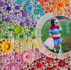 via American Crafts        Já postei sobre botões e Button Art aqui , hoje estou trazendo mais ideias, em cartões, scrapbooking, acessór...