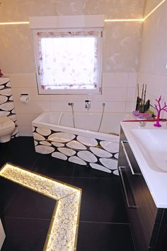 Corner Bathtub, Shops, Cat, Bathroom, Engineering, Products, Washroom, Tents, Corner Tub