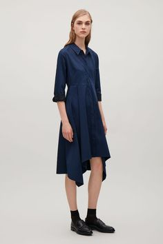 This shirt dress is made from crisp cotton with a lightly textured quality. Designed for an A-line fit at the skirt, it has a mid-rise seam, functional side pockets and a irregular hemline.