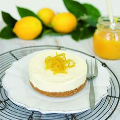 In a food processor or blender combine the biscuits and melted butter until fine crumbs. Press the crumbs evenly and firmly into a round springform tin. Mascarpone Recipes, Berry Compote, Digestive Biscuits, Lemon Curd, Taste Buds, Recipe Using, Food For Thought, Baking Recipes, A Food