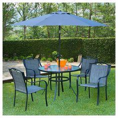 Elaborado en acero y sling. 6 piezas. Mesa de acero y cristal. Redonda de 1 m de diámetro- 4 sillas de sling. Incluye sombrilla de 2.3 metros.