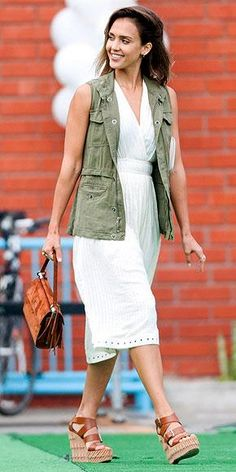 Jessica Alba is perfection in this simple look.