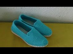 Knit Shoes, Crochet Shoes, Crochet Crafts, Crochet Projects, Baskets, Design Case, Character Shoes, Me Too Shoes, Slippers