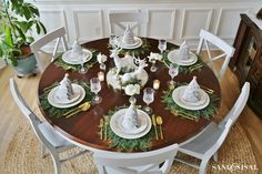 christmas-tablescape-with-christmas-tree-folded-napkins