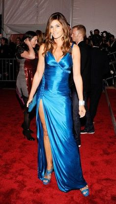 Cindy Crawford in a blue Versace at the 2009 Met Costume Institute Gala. Satin Gown, Satin Skirt, Satin Dresses, Silk Dress, Blue Dresses, Silk Satin, Beautiful Long Dresses, Elegant Dresses For Women, Selena