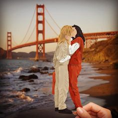 Yeah, love is love. Kiss me goodbye, San Francisco ❤️ #OITNB #OrangeIsTheNewBlack #Vauseman #onwednesdayswewearorange #PiperChapman #TaylorSchilling #AlexVause #LauraPrepon #SanFrancisco #GoldenGateBridge #fanart #art #drawing #loveislove #vector #illustration
