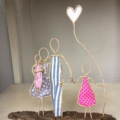 Small made of # paper wire # two # girl # present . Paper Mache Clay, Paper Mache Crafts, Wire Crafts, Fun Crafts, Diy And Crafts, Arts And Crafts, Chicken Wire Art, Wire Flowers, Presents For Girls