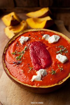 Pumpkin and Roasted Bell Pepper Soup with Feta and Thyme Pumpkin Soup, Pumpkin Recipes, Veggie Recipes, Soup Recipes, Cooking Recipes, Healthy Recipes, Healthy Treats, Bell Pepper Soup, Stuffed Pepper Soup