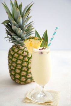 Frozen Pina Colada (plus non-alcoholic version)- The Little Epicurean Frozen Pina Colada, Frozen Yogurt, Homemade Coconut Ice Cream, Hawaiian Drinks, Coconut Vodka, Passion Tea Lemonade, Frozen Pineapple, Healthy Recipes, Pina Colada