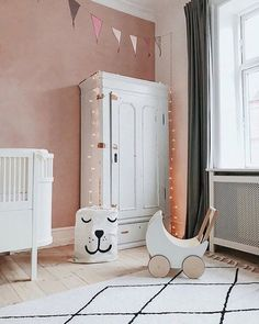 KABE wall decor in the color Rose Cloud fits perfectly into a girl's room!