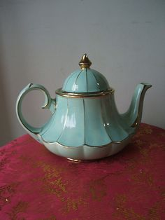 I want this teapot :) @Cyndi Price Haynes Green
