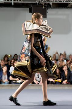 Viktor & Rolf fashion as art couture collection Fall Winter 2016 of wearable painting. Beautiful fairytale like.  http://trendbubbles.nl/viktor-rolf-action-paintings-haute-couture-fallwinter-2015/