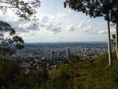 Mirante do Mangabeiras (Mirante das Mangabeiras) em Belo Horizonte. Belo Horizonte é a capital do estado de Minas Gerais. Cercada pela Serra do Curral, que lhe serve de moldura natural e referência histórica, foi planejada e construída para ser a capital política e administrativa do estado mineiro.
