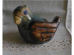 Rustik Fågel i stengods. Höjd 7,5 cm  Willi Fischer.