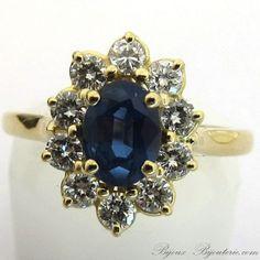 Bague de fiançailles en or jaune saphir entourage diamants. http://www.bijoux-bijouterie.com/bagues-saphirs/1927-bague-de-fiancailles-en-or-jaune-saphir-entourage-diamants-1378.html #bague #fiançailles #mariage