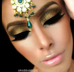 gold eyeshadow with black eyeliner arabic makeup Love My Makeup, Kiss Makeup, Pretty Makeup, Beauty Makeup, Face Makeup, Stunning Makeup, Stunning Eyes, Arabian Makeup, Makeup Gallery
