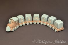 Ristiäiskakun junakoriste Christening, Wooden Toys, Bangles, Baby Shower, Train, Jewelry, Wooden Toy Plans, Bracelets, Babyshower