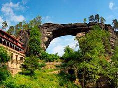 Kudy z nudy - Gabrielina stezka - nejoblíbenější turistická trasa Českosaského Švýcarska Prague Hotels, Labyrinth, Ayia Napa, Affordable Hotels, Forest Trail, Wadi Rum, Amazing Buildings, Chronicles Of Narnia, Train Journey