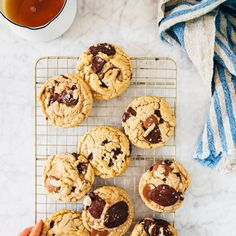 the easiest brown butter chocolate chip cookies ever » Hummingbird High Cookie Recipes, Dessert Recipes, Desserts, Molten Chocolate, Butter Chocolate Chip Cookies, Peanut Butter Cups, Brown Butter, Tray Bakes, Cookie Dough