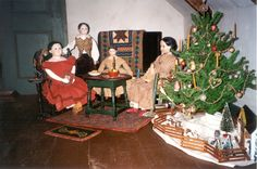 Dolls for My Red Cape Old Dolls, Antique Dolls, Small Scale Furniture, Doll Museum, Welcome Design, William And Mary, Doll Display, Antique Christmas, Merry Christmas